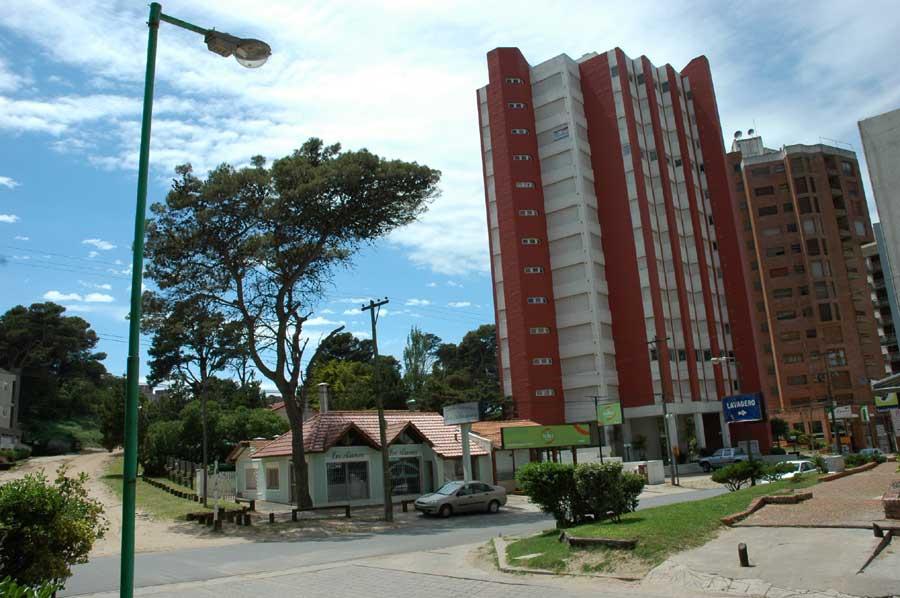 Departamento En Alquiler En Pinamar Zona Centro Con Cochera – 721