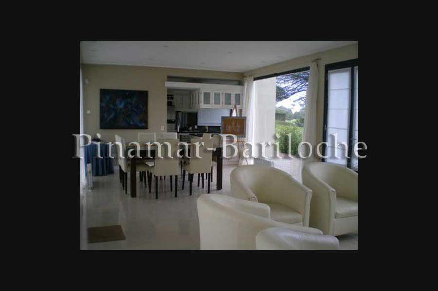 Pinamar Casa En Alquiler – Pileta Cercada – Parque Al Golf – 1018