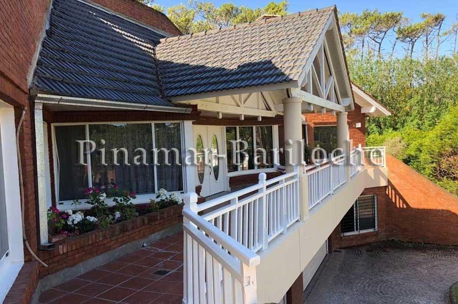 casa en venta en cariló a una cuadra del mar 6 dorm y piscina