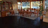 Casa de categoría en venta en Bariloche con costa de lago, 2 piletas climatizadas y costa y muelle propio